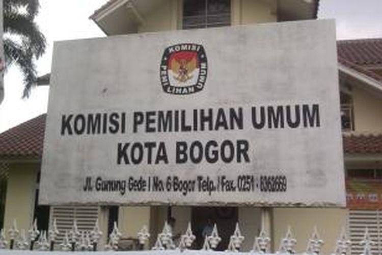Pemilihan Walikota Bogor di setiap TPS berlangsung dengan aman, dan tanpa kekacauan. Hasil pemilihan dari Komisi Pemilihan Umum Bogor baru akan ditetapkan pada tanggal 20 September 2013, Bogor, Sabtu (14/9/2013)