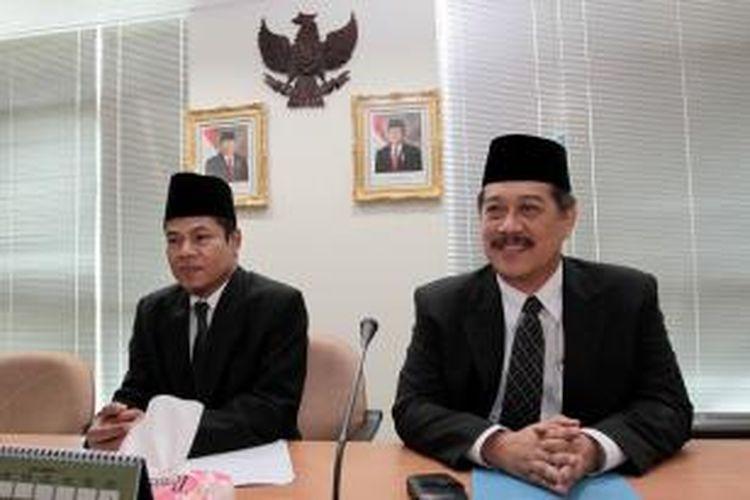 Kepala PPATK Muhammad Yusuf (kiri) dan Wakil Kepala PPATK Agus Santoso saat jumpa pers usai serah terima jabatan di kantor PPATK Jakarta Pusat, Selasa (25/10/2011).