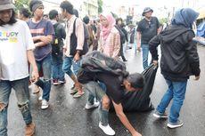 Sebelum Bubar, Massa Aksi Gejayan Memanggil Lagi Punguti Sampah di Jalan