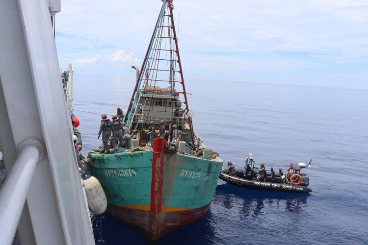 Kapal Bakamla RI Sergap Kapal Ikan Vietnam di Laut Natuna Utara.