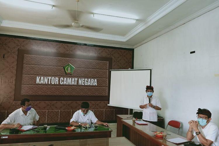 Gugus Tugas Covid-19 menggelar rapat terkait keputusan Karantina Banjar di Jembrana, Kamis (2/7/2020).