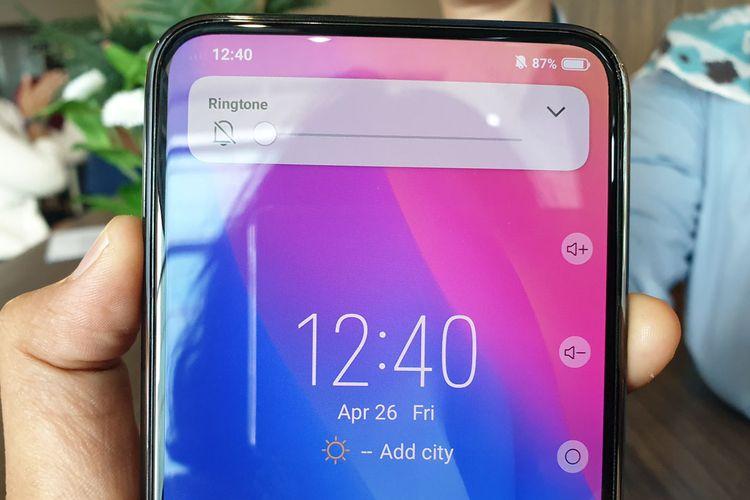 Vivo Apex dirancang tidak memiliki tombol fisik untuk mengatur volume suara. Hanya ada panel sentuh berteknologi Touch Sense di sisi kanan ponsel. Saat disentuh, akan muncul ikon volume dan tombol daya di sisi kanan layar.