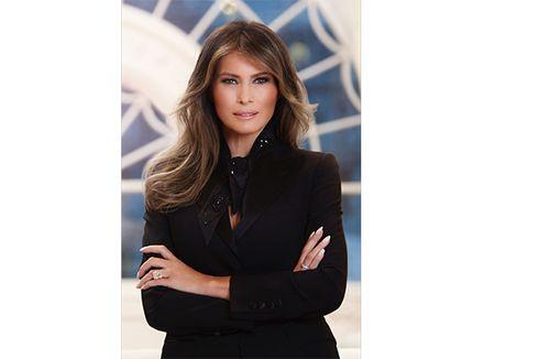 Kenakan Cincin Berlian Mahal, Melania Trump Dikritik