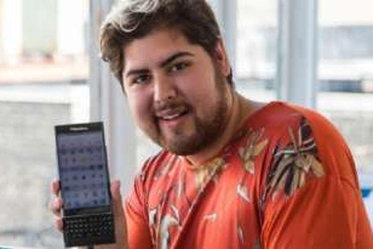 Roberto Vazquez, pemain Pokemon Go yang telah menangkap 142 monster menggunakan BlackBerry Priv.