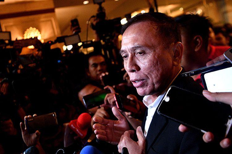 Ketua Umum terpilih PSSI, Mochamad Iriawan, memberikan keterangan pers saat jeda Kongres Luar Biasa (KLB) PSSI di Jakarta, Sabtu (2/11/2019). Pria yang akrab Iwan Bule itu terpilih menjadi ketua umum PSSI untuk periode 2019-2023 setelah meraih 82 suara dari 85 pemilik suara (voter).