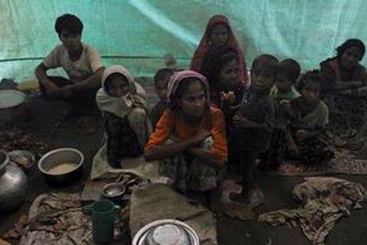 Pengungsi Rohingya hidup dalam kondisi sangat memprihatinkan karena sejumlah negara menolak keberadaan mereka.