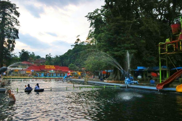 Obyek Wisata Cibulan, ramai dikunjungi saat akhir pekan. Di sini merupakan salah satu tempatnya ratusan ikan dewa endemik Kuningan.