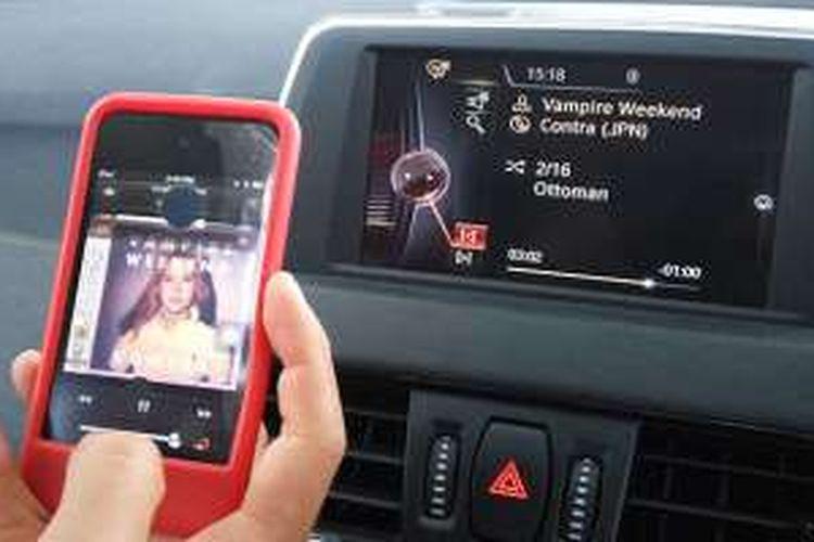 Kemudahan konektivitas perangkat gadget dan audio sitem BMW X1