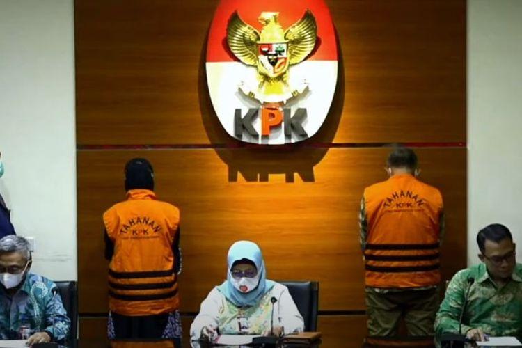Dua Anggota DPRD Jabar ditetapkan sebagai tersangka terkait kasus suap bantuan provinsi (15/4/2021).