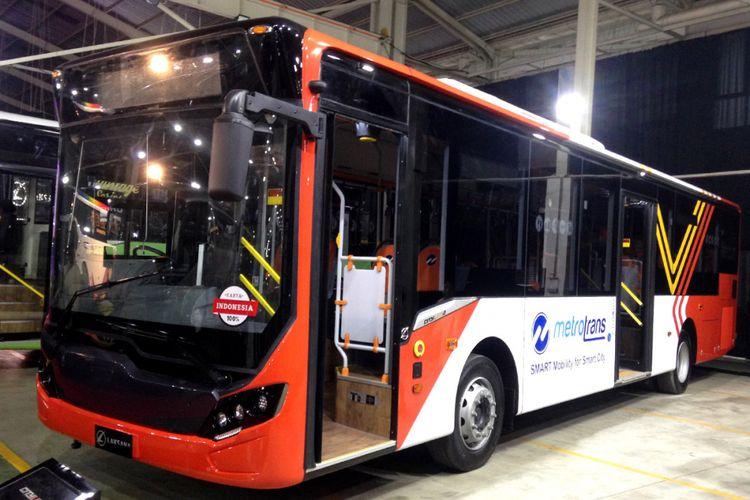 Varian bus Metrotrans milik Laksana.