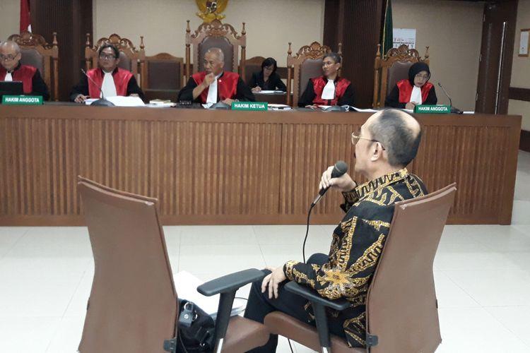 Fredrich Yunadi menjalani sidang pemeriksaan terdakwa di Pengadilan Tipikor Jakarta, Kamis (24/5/2018).