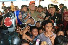 Mensos Bernyanyi dan Memberi Bantuan untuk Korban Banjir Pekalongan