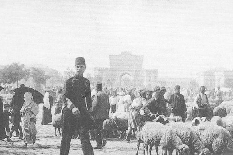 Suasana Idul Adha di era kekaisaran Ottoman (kekhalifahan Utsmaniyah) di Istanbul, Turki, sekitar 1900-an.