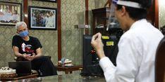 Ganjar Kabulkan Permintaan Penyandang Tuna Rungu untuk Magang di Pemprov Jateng