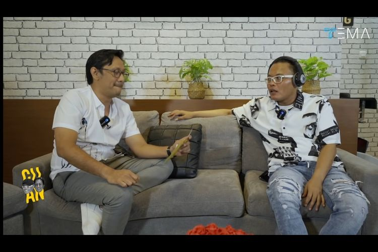 Andre Taulany (kiri) dan Sule (kanan) dalam kanal YouTube Tema Indonesia.
