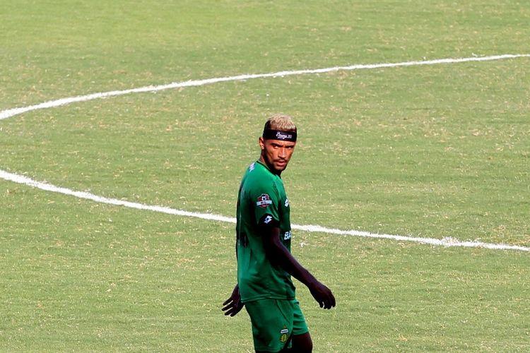 Penyerang Bhayangkara FC, Bruno Matos beraksi dalam laga Persipura Jayapura vs Bhayangkara FC, Kamis (7/11/2019)