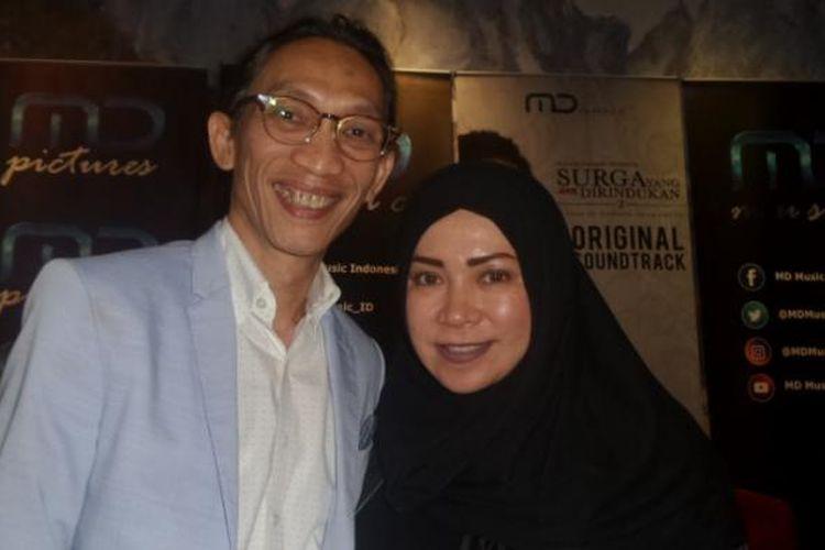 Melly Goeslaw dan Anto Hoed usai peluncuran lagu tema film Surga yang Tak Dirindukan 2 di gedung MD Entertainment, Jakarta Selatan, Rabu (14/12/2016).