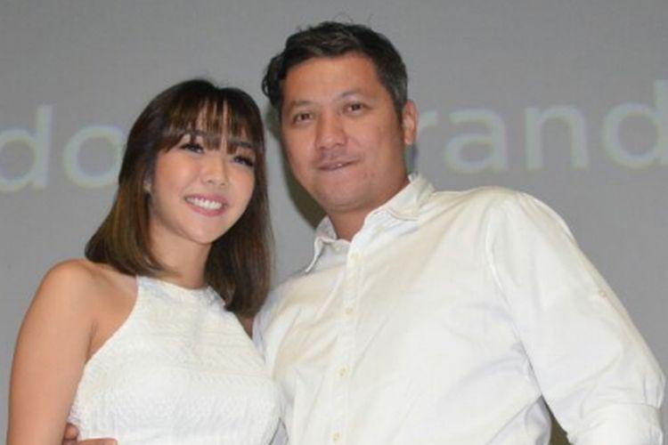 Gading Marten dan Gisella Anastasia saat ditemui dalam acara peluncuran Brand Ambassador Oriflame di Lotte Shopping Avenue, Kuningan, Jakarta Selatan, Kamis (1/2/2018).