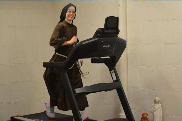 Aksi yang dilakukan biarawati bernama Stephanie Baliga itu, dilakukan pada hari Minggu (23/8/2020) kemarin.