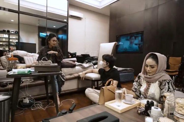 Momen pertemuan Aurel dan Atta dengan Krisdayanti dan Yuni Shara. (Bidikan layar YouTube Atta Halilintar).