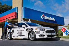 Mobil Swakemudi Pengantar Pizza