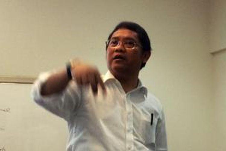 Menkominfo Rudiantara di tengah acara kumpul bersama media dan netizen, di rumah dinas Menkominfo, Jakarta.