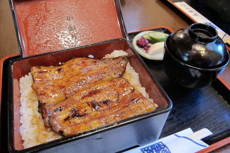 Hidangan khas Kanerinunagiten, merupakan salah satu restoran belut ternama di Hamamatsu, Prefektur Shizuoka, Jepang.