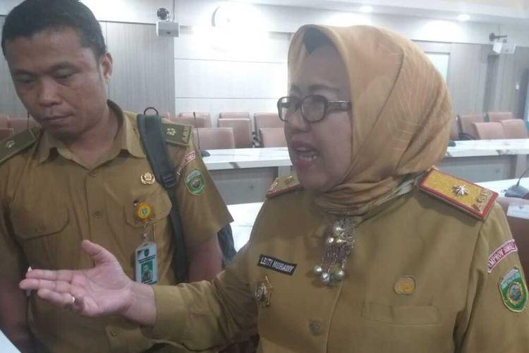Kepala Dinas Kesehatan (Dinkes) Provinsi Sumsel Lesty Nuraini (Kanan) dan Kepala Seksi Surveillance Imunisasi Dinas Kesehatan Sumatera Selatan, Yusri (kiri) saat memberikan keterangan soal antisipasi penyebaran virus corona di Sumsel, Selasa (10/3/2020).