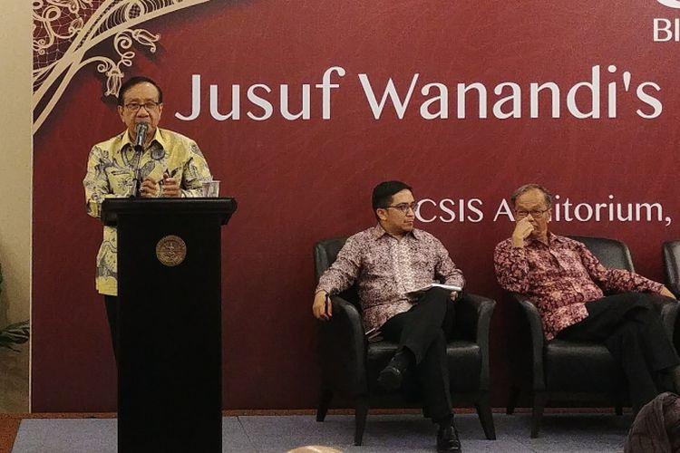 Wakil Ketua Dewan Kehormatan Partai Golkar Akbar Tandjung dalam acara seminar di ulang tahun Jusuf Wanandi ke-80 di Jakarta, Kamis (23/11/2017).