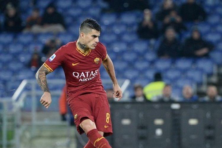 Diego Perotti mencetak gol 2-1 selama pertandingan sepak bola Serie A Italia antara AS Roma dan Spal di Stadion Olimpiade di Roma