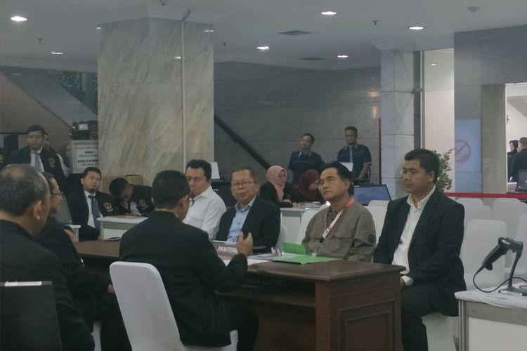 Tim hukum paslon Jokowi-Maruf mendatangi Mahkamah Konstitusi untuk berkonsultasi soal gugatan sengketa pilpres yang diajukan Prabowo-Sandiaga di Gedung MK, Senin (27/5/2019).