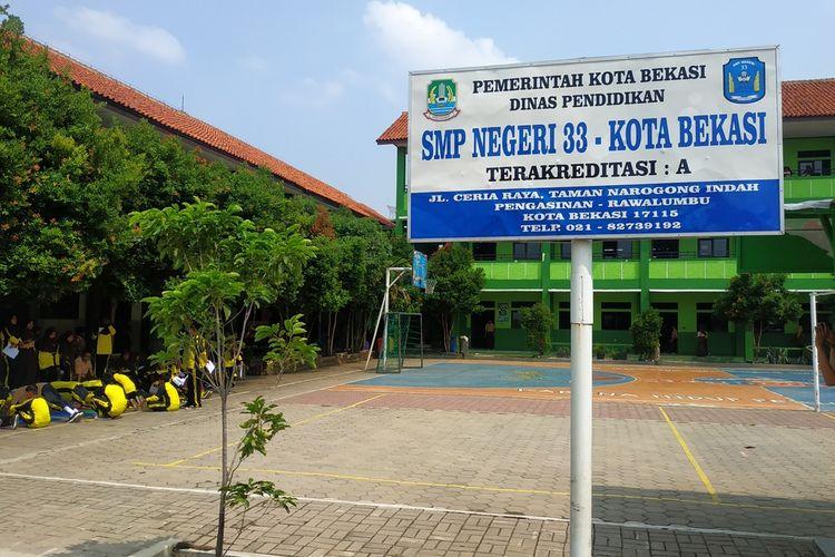 SMP Negeri 33 Kota Bekasi di Perumahan Taman Narogong Indah, Rawalumbu.