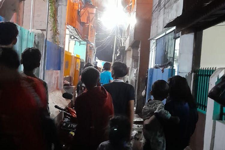 Kebakaran di Jalan Duri Selatan Gang Cahaya No. 17 RT. 04 RW. 01, Duri Selatan, Tambora, Jakarta Barat, Jumat (16/4/2021).