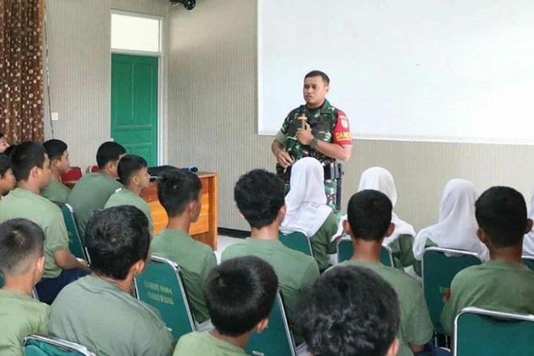 Komandan Kodim 0604 Karawang Letkol Inf Medi Haryo Wibowo, Senin (20/1/2020) saat melakukan pembinaan terhadap siswa yang terlibat tawuran dua pekan lalu, Senin (20/1/2020).