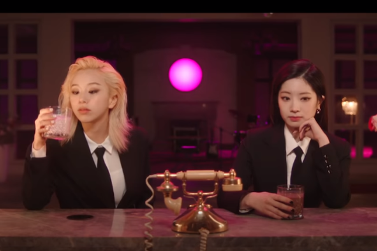 Dahyun & Chaeyoung dalam teaser video Switch To Me