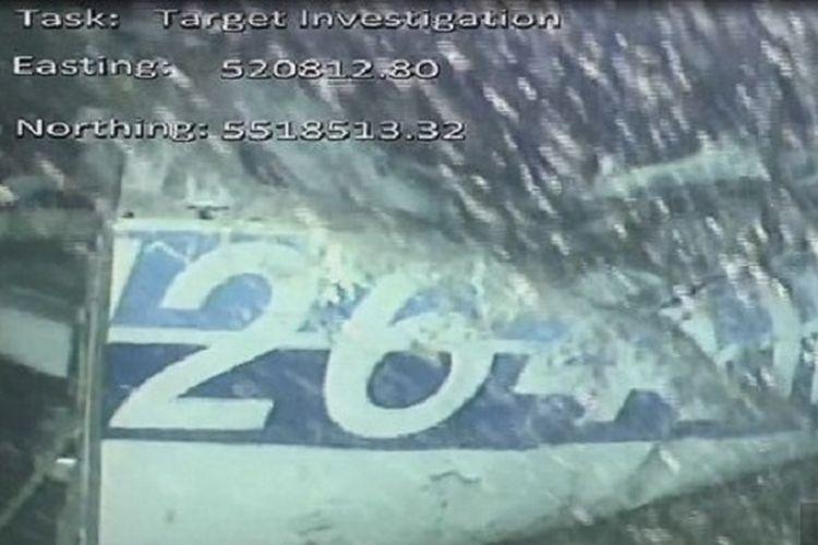 Rekaman video yang dikeluarkan oleh Badan Investigasi Kecelakaan Udara Inggris (AAIB) menunjukkan sisi kiri belakang badan pesawat di dasar laut di bawah Selat Inggris yang ditumpangi pesepak bola Emiliano Sala dan pilot David Ibbotson, yang hilang pada 21 Januari lalu.