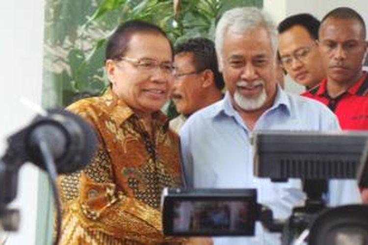 Menko Maritim Rizal Ramli saat menerima kedatangan mantan Perdana Menteri Timor Leste Xanana Gusmao, di Jalan Bangka, Jakarta Selatan, Minggu (23/8/2015).