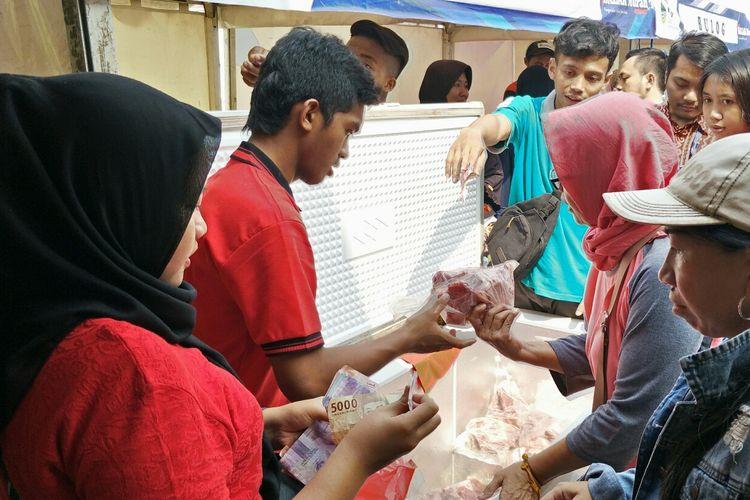 Bazar murah di Polsek Beji, Depok, Kamis (9/5/2019).