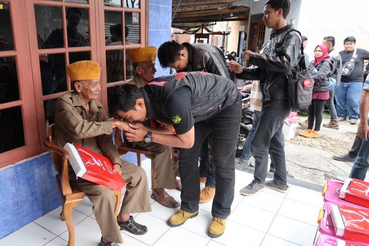 Para bikers mengunjungi rumah veteran di Ambarawa untuk memberikan apresiasi tinggi kepada Veteran pejuang (10/11/2018)
