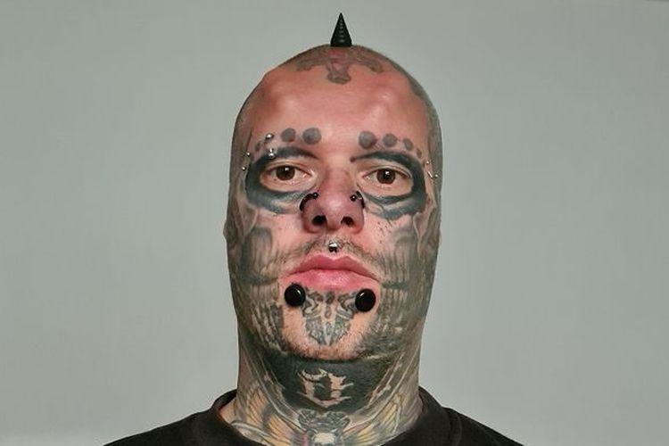 Sandro alias Mr Skull mencopot telinganya agar kepalanya mirip tengkorak.(@mr._skull_ via MIRROR)