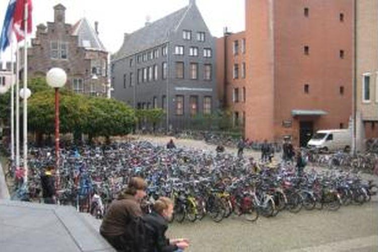 Pada rangking universitas dunia berdasarkan Times Higher Education, terdapat 12 universitas dari Belanda menempati urutan 200 besar.
