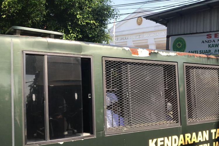 Terdakwa kasus kerumunan dan peghasutan, Rizieq Shihab tiba di Pengadilan Negeri Jakarta Timur, Cakung, Jakarta Timur pada Jumat (26/3/2021) pagi.