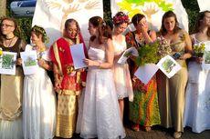 "70 Wanita ""Menikah"" dengan Pohon demi Menyelamatkannya Dari Penebangan"