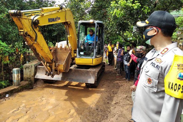 Longsor terjang rumah warga di Dusun Selopuro, Desa/Kecamatan Ngetos, Nganjuk, Jawa Timur, Minggu (14/2/2021)