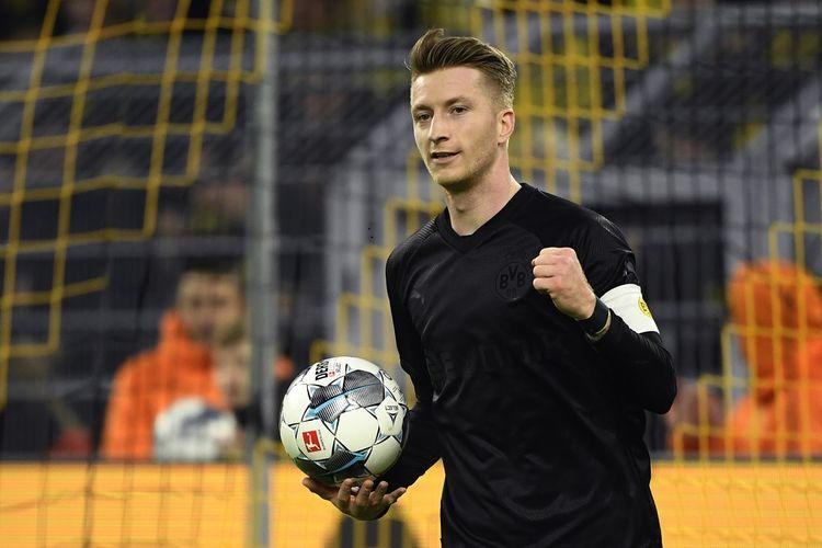 Pemain depan Dortmund asal Jerman, Marco Reus merayakan setelah mencetak skor 1-0 selama pertandingan sepakbola divisi satu Jerman, Borussia Dortmund v Fortuna Duesseldorf di Dortmund, Jerman barat pada 7 Desember 2019.
