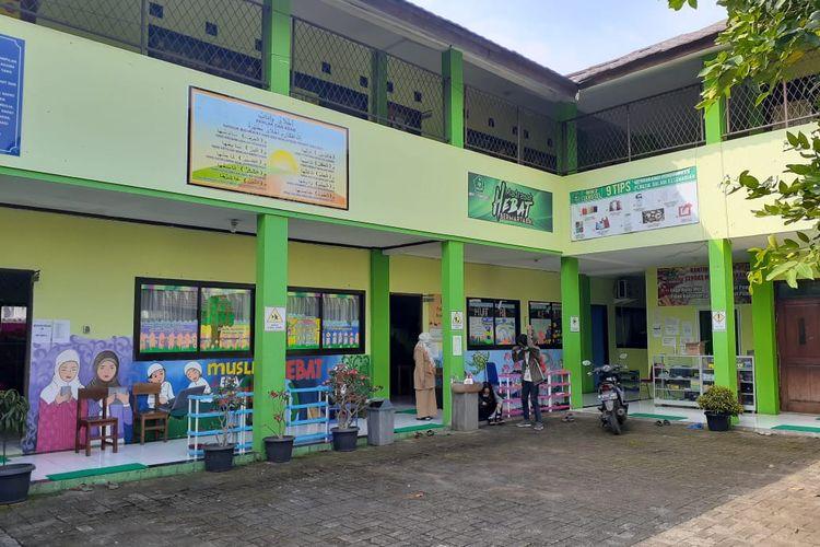 Gedung Sekolah Filiyal Min 3 Kota Tangerang Selatan.