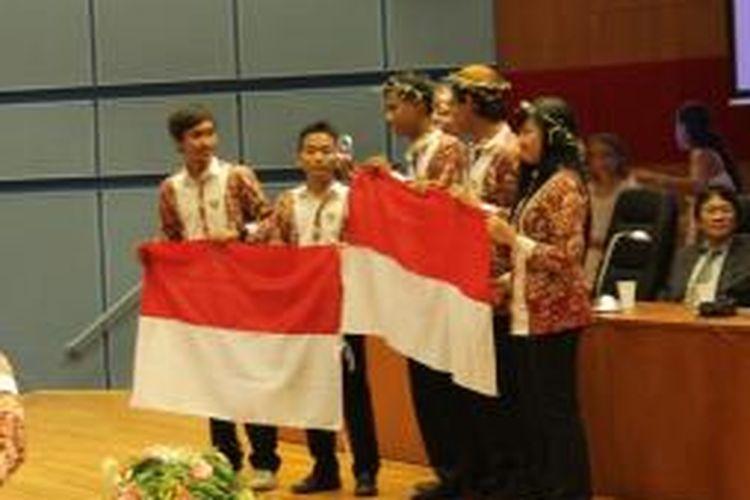 Tim Indonesia meraih medali perunggu dalam IOAA ke 7 di Volos untuk kompetisi tim. Di kompetisi perorangan, Indonesia juga meraih mendali emas, perak, dan juga perunggu.