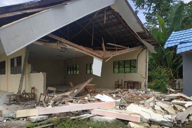 Salah satu sekolah yang terkena dampak gempa di Sulawesi Barat.