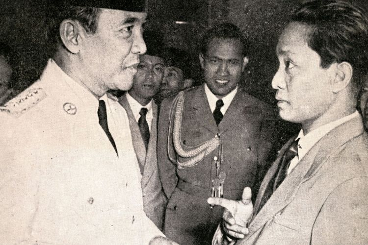 DN Aidit (kanan) berbincang dengan Presiden Soekarno.