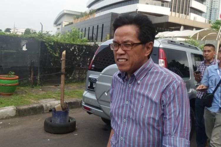 Direktur Teknik PT Garuda Indonesia periode 2007-2012 Hadinoto Soedigno, seusai diperiksa di Gedung KPK Jakarta, Kamis (2/3/2017).